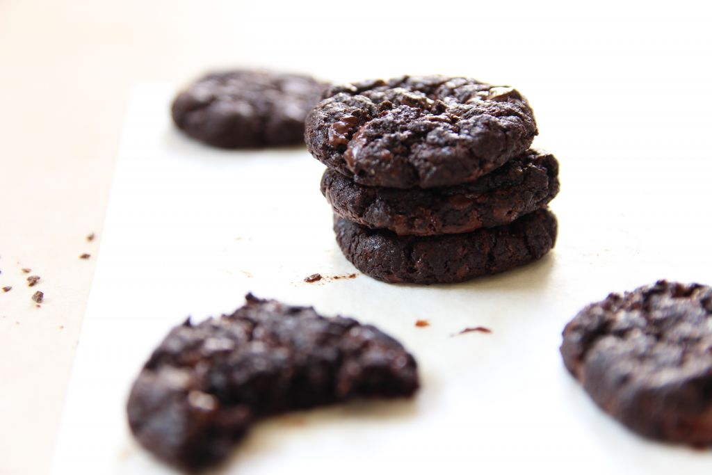 vegan double chocolate chip cookies